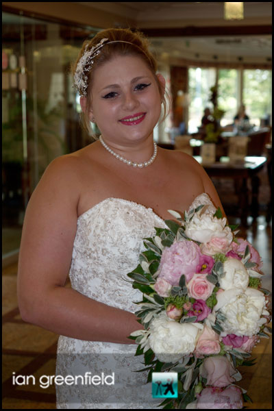 mount pleasant hotel doncaster (3) bride in foyer